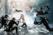 underwater_w_crowd