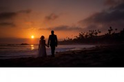 beach-silhouette-wedding-portrait-splash