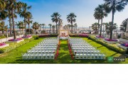 unique-angle-on-wedding-ceremony-venue-photo-splash